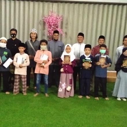 Album : Pemberian Beasiswa Bagi Anak Penghapal Quran